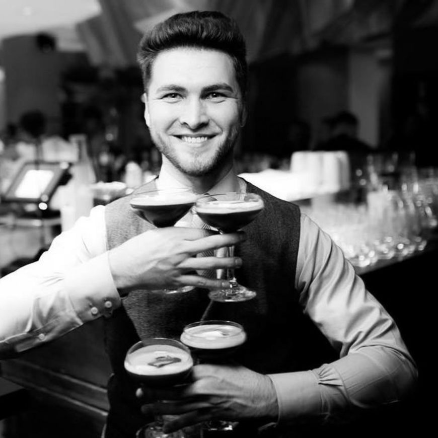 """I never count down the hours until the end of a working day"" – Nazar Makarov shares his thoughts on profession of a bartender, foodpairing and Ukrainian cocktails"